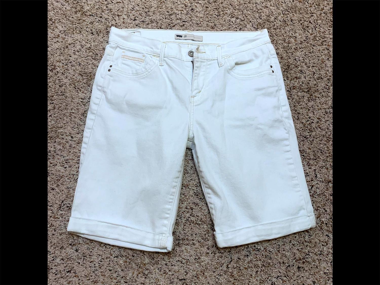 Levis Womens Mid-Rise White Denim Shorts Size 10
